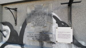 Zdewastowali tablicę pamięci rozstrzelanych Polaków