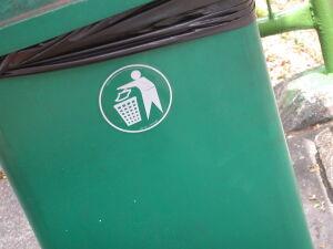 """""""System najgorszy z możliwych"""".  Internauci o opłatach za śmieci"""