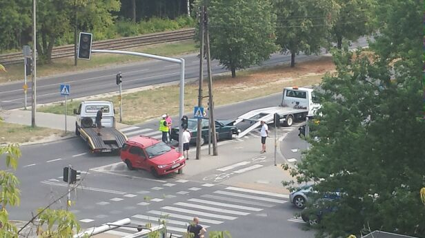 Wypadek na Bielanach  warszawa@tvn.pl