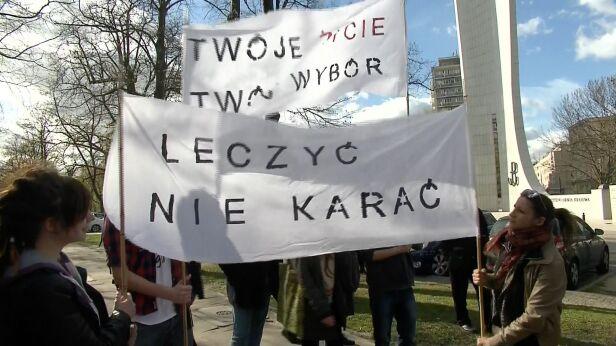 Zwolennicy legalizacji marihuany protestowali przed Sejmem TVN 24