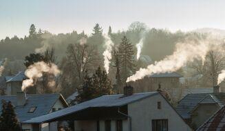 Nad Polską rozsnuł się smog. Wiele miejsc z niezdrową i złą jakością powietrza