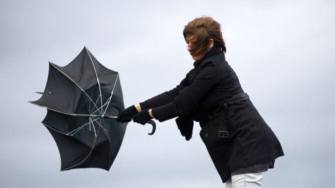 Prognoza pogody na dziś: słaby deszcz i chwilami porywisty wiatr